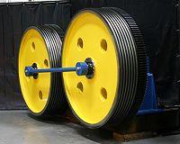 Grooved twin wheel capstan